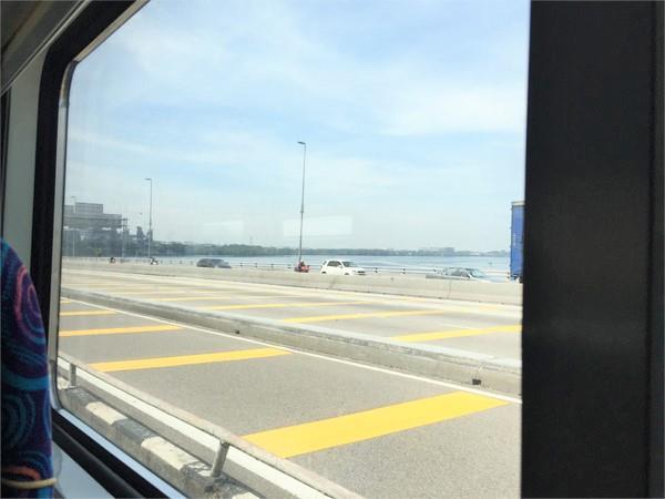 Pemandangan Jambatan dari Tingkap Tren JB ke Singapura