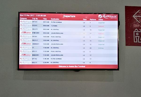 LCD TV Menunjukkan Masa Perlepasan dan Ketibaan Bas