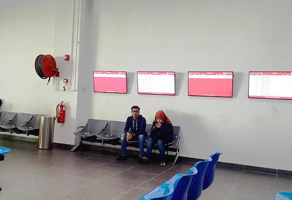 LCD TV di Tempat Penumpang Menunggu
