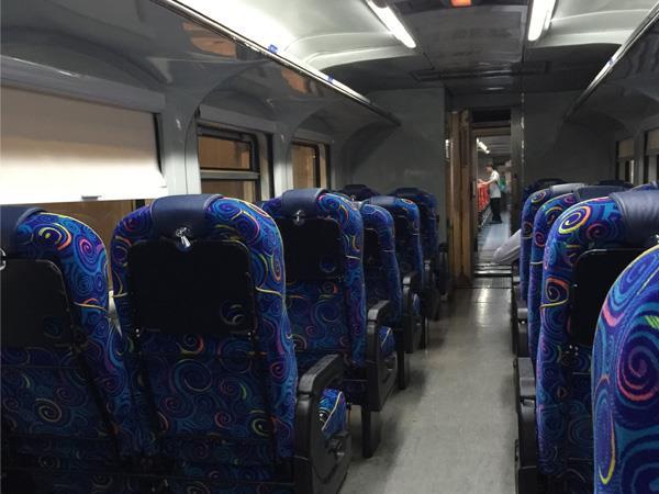 Tempat Duduk di Tren Shuttle Tebrau