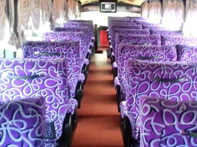 Tempat duduk bas Cosmic Express